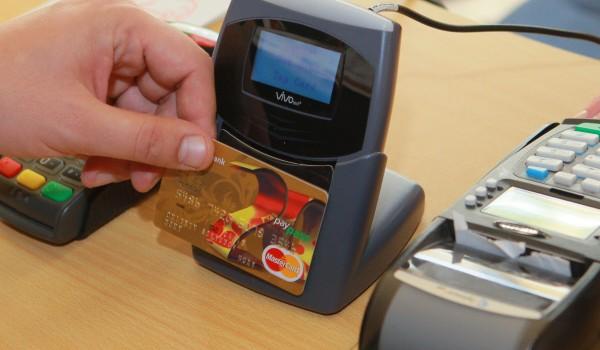 Возможность оплаты проезда банковской картой появится на всех станциях метро к концу 2015 года