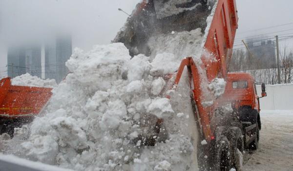 Порядка 1,8 млн кубометров снега вывезли с улиц города с начала осенне-зимнего периода