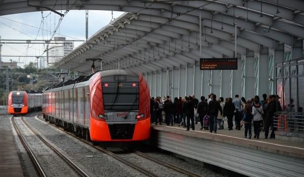 Поезда на МЦК перевезли 10 октября рекордное число пассажиров - более 422 тыс. человек