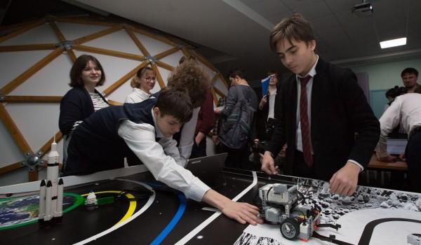 В школе №2030 уроки астрономии проходят в собственном планетарии