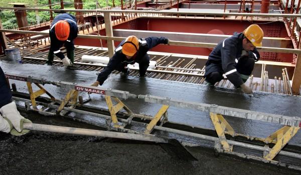 Началось бетонирование дорожного полотна на Сусоколовских путепроводах