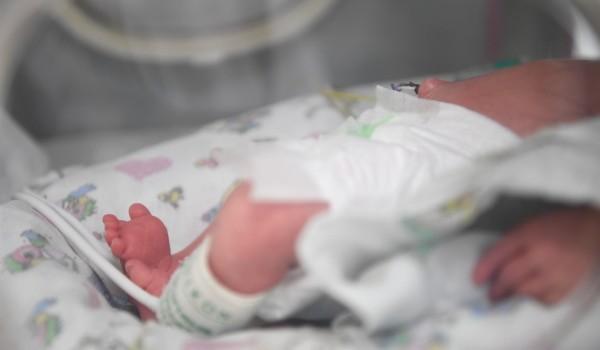 Родители смогут дистанционно наблюдать за новорожденными детьми еще в трех стационарах города