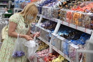 Оборот розничной и мелкооптовой торговли в Москве в июле на 48% превысил показатель 2019 года