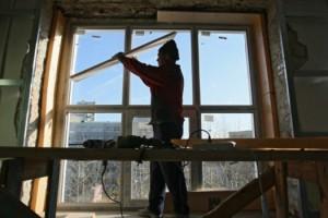 Более 2 500 строителей проводят капремонт в городских поликлиниках
