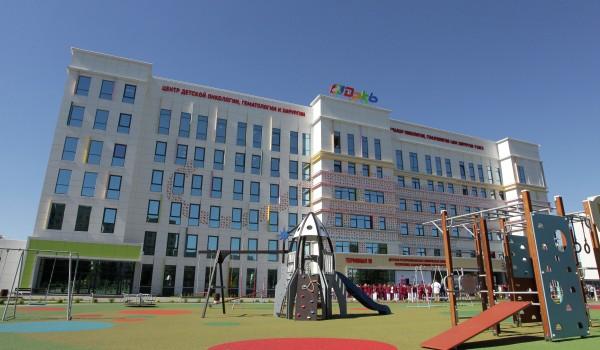 Завершены работы по благоустройству территории детской больницы имени Сперанского